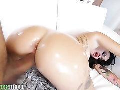 Amateur Babe Big Ass Big Tits Blowjob